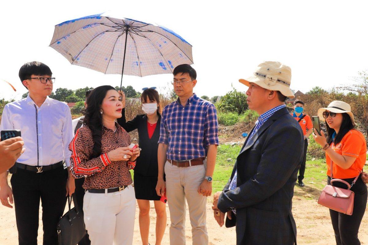 hinh anh tai buoi ban giao kdc hoa lan 2 Chính thức bàn giao đất dự án Khu dân cư Hòa Lân cho Kim Oanh Group