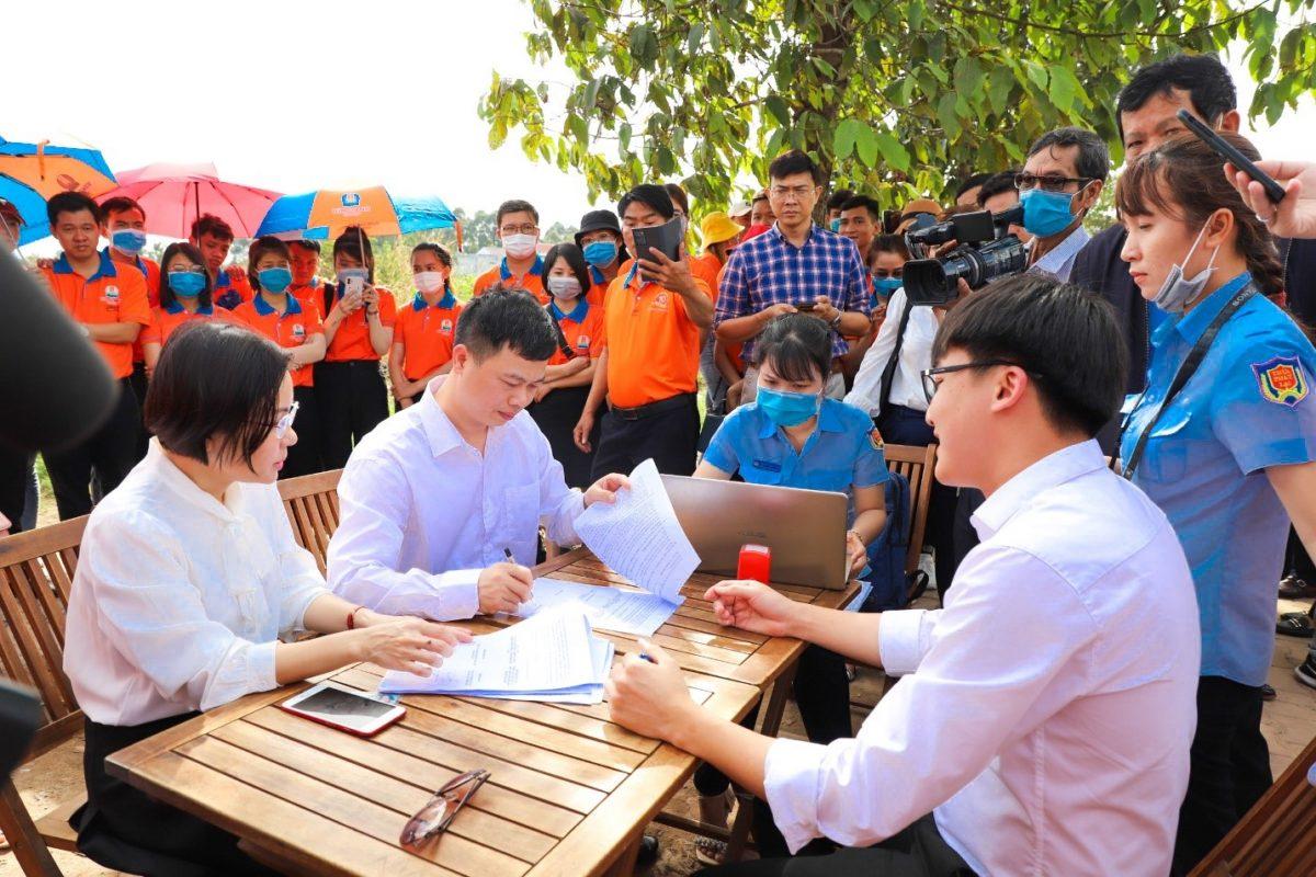 nguyen thi ai tho Chính thức bàn giao đất dự án Khu dân cư Hòa Lân cho Kim Oanh Group